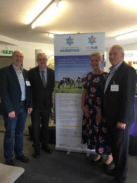 First Minister, Mark Drakeford AM, Chief Veterinary Officer for Wales, Professor Christianne Glossop, and VetHub1 SRO Professor Chris Thomas